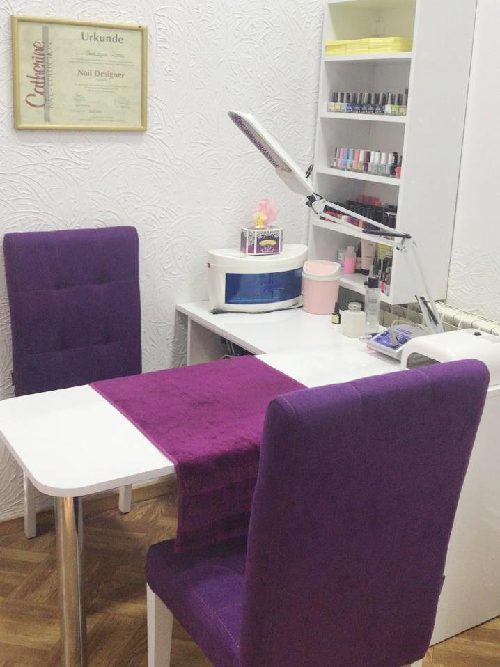 Liana Pro salon, nail extensions work-desk